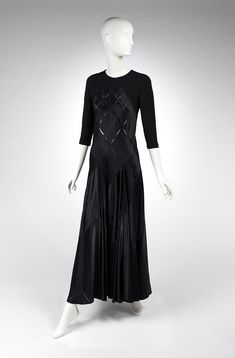 Evening dress, Calvin Klein, Fall-Winter 2002-3. California Dates, Claire Mccardell, Calvin Klein 2, Black Silhouette, Madison Avenue, Designer Evening Dresses, Calvin Klein Collection, Costume Institute, 2000s Fashion