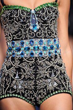 Dolce & Gabbana Spring 2012 Ready-to-Wear Fashion Show Style Haute Couture, Couture Mode, Couture Fashion, Runway Fashion, Womens Fashion, Fashion Details, Love Fashion, High Fashion, Fashion Show