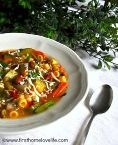 Hey friends, I m sharing a recipe today for minestrone soup that I know you will just adore! The other night I was perusing Pinterest for yummy fall recipes, soup to be specific, and one recipe in particular kept popping up over and over- Olive Garden copycat minestrone.