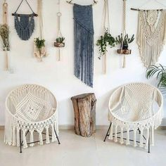 I've always wanted a real hammock but if that's not an option, this DIY Macrame Hammock Chair is the next best thing! So stylish and comfy. Macrame Design, Macrame Art, Macrame Projects, Macrame Knots, Diy Projects, Macrame Chairs, Macrame Hanging Chair, Bucket Chairs, Macrame Curtain