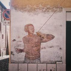 Muro a Dozza ieri.  #igers #igersbologna #igersitalia #italia365 #ig_Bologna  #ig_emiliaromagna #ig_romagna #bestoftheday #street #sky #cloud #Dozza #EmiliaRomagna #Emilia #spring #sun #vsco #vscocam #architecture #turismoer #EmiliaRomagna #sunny #gopro #Imola #Bologna #murales #visititalia #art #streetart #kite #mural by robbicapitano