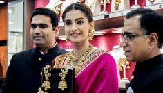 Actress Sonam Kapoor inaugurated a new showroom of Kalyan Jewellers in Chennai on Sunday. The actress, known for her fashion sense, opted for an ethnic look for the event. She wore bright pink saree by Abu Jani and Sandeep Khosla, and chunky gold jewellery by Kalyan Jewellers. The Saree was embroidered and multi hued Resham of …