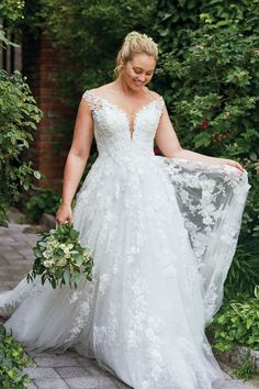 21 Floral Wedding Dresses Perfect for Your Summer Wedding - Plus size wedding gowns - Stunning Wedding Dresses, Dream Wedding Dresses, Princess Wedding Dresses, Wedding Dress Styles, Bridal Dresses, Diy Wedding Dress, Gown Wedding, Wedding Ideas, Plus Size Wedding Gowns