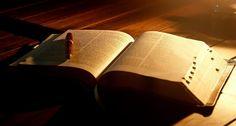 Bijbel lezen? Nu nog?! - Bijbel lezen? Nu nog?!… Best gek eigenlijk misschien dat ik nu met deze vraag kom bij mezelf. Tja Natuurlijk weten we best wel dat het erg goed is om te doen. Kijk alleen maar naar alle wijsheid die je meekrijgt van een koning als Salomo of simpelweg de wijze Spreuken die je tegen komt. Stuk voor stuk allemaal zaken die je eenvoudig in het leven kunnen helpen.