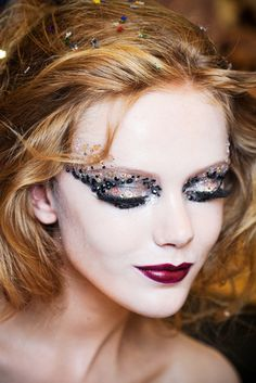 beautiful makeup! very detailed and dramatic