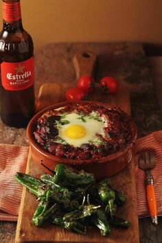 A winter warming spanish stew of chorizo and black pudding, topped with an egg. Chorizo Recipes, Tapas Recipes, Cooking Recipes, Savoury Recipes, Spanish Stew, Spanish Tapas, Spanish Food, Pudding Recipes, Sauce Recipes