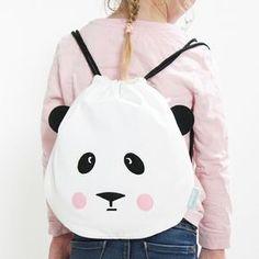 PANDI MOCHILA. Original mochila con forma de oso panda para los más pequeños de la casa, sus correas tipo cuerda facilitan su uso y la adaptan a cualquier situación. #kids #mochilas #mamis #bags #colegio #school #niños #niñas