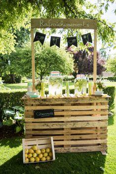 """Avez-vous tout ce qu'il vous faut pour les boissons ? 🍾 #mariage  #wedding #weddingexperience #bride  #bridetobe  #groom #bridal #love #amor #amour #engaged #engagement #ring #photooftheday #france #fiancé """"#food  #nourriture #bar  #buffet  #boisson #citronnade Cute Wedding Ideas, Wedding Themes, Diy Wedding, Rustic Wedding, Wedding Day, Diy Home Bar, Deco Champetre, Garden Bar, Farm Gardens"""