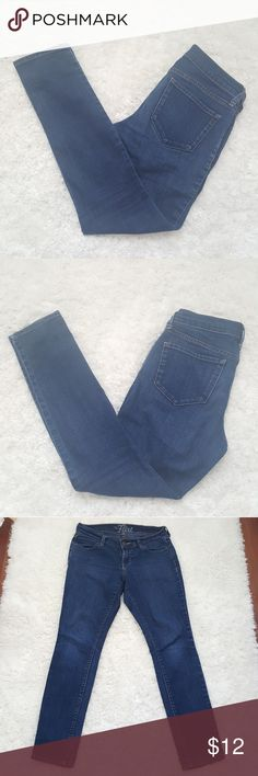 Women's Old Navy The Flirt Skinny Jeans Beautiful used condition Old Navy The Flirt Skinny Jeans. Size: 2 Short Color: Blue  Approximate measurements laying flat: Waist: 14 inches Inseam: 28.25 inches Front rise: 8 inches Leg opening: 5.5 inches  Thank you for checking this listing. Please checkout my other listings. Old Navy Jeans Skinny