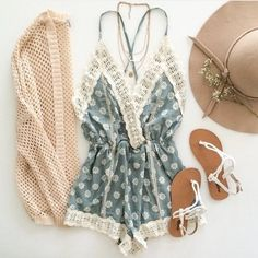 Show me a more perfect spring break outfit | http://www.hercampus.com/school/uwm/8-things-every-girl-needs-her-suitcase-spring-break