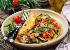 Täyttävä ja herkullinen keto sieniomeletti #ketogeeninen Zucchini Frittata, Egg Whisk, Large Bowl, Omelette, Cheddar, Keto, Life Is Good, Brunch, Stuffed Peppers