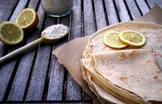 Une recette de base avec 4 ingrédients pour des crêpes légères à agrémenter de mille et unes façons, aussi bien salé que sucré. #vegan #recettevegan #facile