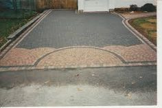 45 Inspiring Paving Stone Driveway Your Home Look Beautiful - Let's DIY Home Driveway Repair, Stone Driveway, Driveway Design, Front Yard Design, Concrete Patios, Patio Slabs, Landscaping Retaining Walls, Driveway Landscaping, Driveway Ideas