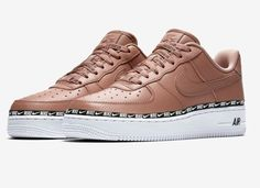cheaper fc488 04ff4 Nike Air Force 1 07 SE Premium Overbranded Désert poudreNoirBlancDésert  poudre - Baskets Femme Nike