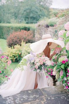 Oversized Sun Hats Romantic English Gardens and a Countryside Castle - Yes Please! Oversized Sun Hats Romantic English Gardens and a Countryside Castle - Yes Please! Destination Wedding Inspiration, Garden Wedding Inspiration, Destination Weddings, Wedding Blog, Wedding Styles, Wedding Venues, Spring Wedding, English Country Gardens, English Countryside