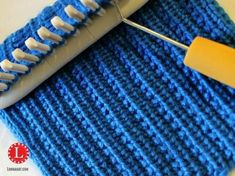 Machen Sie das Stricken einfach mit den Loom-Strickmustern Loom Knit Stitch Pattern The Farrow Rib Stitch with Video Tutorial Beginner Easy Loom Knitting Stitches, Spool Knitting, Knifty Knitter, Loom Knitting Projects, Knitting Videos, Knitting Tutorials, Loom Knitting For Beginners, Knitting Machine, Vintage Knitting