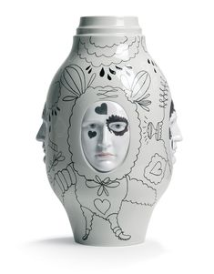 Conversation vase of The Fantasy Collection by Jaime Hayon for Lladró * Deco Findings * The Inner Interiorista Porcelain Jewelry, Fine Porcelain, Porcelain Ceramics, Ceramic Vase, Painted Porcelain, Porcelain Tiles, Hand Painted, Jamie Hayon, Objet Deco Design