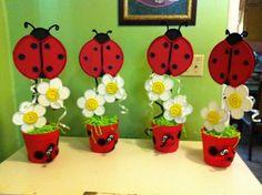 Centerpieces for my niece's birthday. Ladybug Centerpieces, Birthday Centerpieces, Small Centerpieces, Diy And Crafts, Crafts For Kids, Diy Y Manualidades, Twins 1st Birthdays, Ladybug Party, Diy Ostern