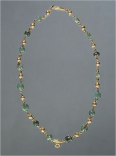 Emerald and gold necklace (missing pendant) found in Pompeii. Emerald Necklace, Beaded Necklace, Gold Necklace, Pearl Earrings, Necklaces, Ancient Jewelry, Antique Jewelry, Ancient Pompeii, Bohemia Jewelry
