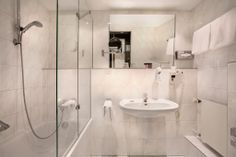 Standard Room (Bathroom): Light and generosity describe the first impression of the Standard Rooms which are equipped in the way that you can enjoy aunique Berlin stay to the fullest. Experience this city in an individual way and look forward to your next stay in our hotel.