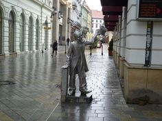 This is the statue of Schöne Náci who was a friendly figure in Bratislava in the early 20th century. The legend says he lost his mind because of an unrequited love. Although he was poor, he walked the streets in Bratislava well dressed for almost 40 years, handing out flowers to ladies passing by.