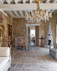 Corner fireplace Muri in Pietra: gioielli per l'arredamento///  Stone walls and floor