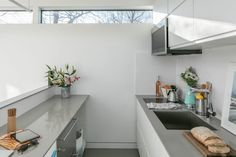 Kasita's modern, modular smart home - Tiny House for Us Tiny House Living, Home And Living, Small Living, Modern Minimalist House, Prefab Homes, Tiny Homes, Affordable Housing, Tiny House Design, Home Ownership