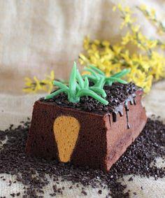 #Surpise #inside - #wortel #cake. Een cake met een #verrassing. Een wortel in volle grond is zo wel heel lekker ;-) Cake Recept, Fondant, Cupcakes, Treats, Desserts, Food Cakes, Drink, Cakes, Fondant Icing