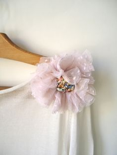 Brooch / pin * Plumetis * pink tulle