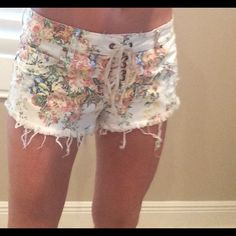 """Great beach """"distressed look"""" shorts Billabong size 7 cream colored denim shorts with vintage flower print Billabong Shorts Jean Shorts"""