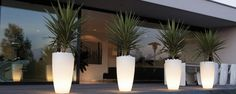 Pure Soft High Light - eclectic - outdoor lighting - - by Posh Patio Very groovy. Kill 2 birds with one stone. Eclectic Outdoor Lighting, Patio Lighting, Outdoor Planters, Outdoor Gardens, White Planters, Indoor Outdoor, External Lighting, Landscape Lighting, Garden Pots