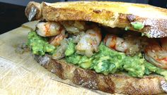Sandwich de gambas al ajillo y aguacate · @sandwishare · #sandwich