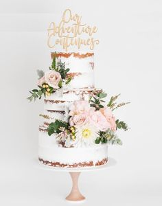 Don't plan your dessert table without looking at these 2018 wedding cake trends first! Wedding cakes have come a long way since the days of a simple fruit Creative Wedding Cakes, Fall Wedding Cakes, Elegant Wedding Cakes, Beautiful Wedding Cakes, Gorgeous Cakes, Wedding Desserts, Spring Wedding, Elegant Cakes, Wedding Weekend