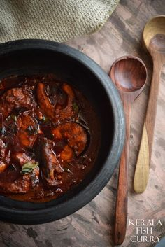 Authentic Kerala-fish-curry made exactly the way it is supposed to be - in a man chatty ( Mud pot) Veg Recipes, Spicy Recipes, Curry Recipes, Seafood Recipes, Indian Food Recipes, Asian Recipes, Cooking Recipes, Ethnic Recipes, Kerala Recipes