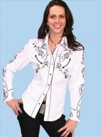 Scully Western Black Floral Shirt White - Western Rose pattern embroidery on yoke, sleeves and collar. Piping detail throughout. Ladies Western Shirts, Western Show Shirts, Rodeo Shirts, Western Wear For Women, Western Apparel, Plaid Shirts, Western Dresses, Western Outfits, Jean Top
