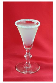The Lemon Drop is delicious, easy to make and always ends up in the top 20 most popular shooters. It is a vodka-based drink that contrasts the sweetness of the sugar rim with the tartness of fresh lem Party Food And Drinks, Fun Drinks, Alcoholic Drinks, Cocktails, Beverages, Lemon Drop Shots, Shot Recipes, Drink Recipes, Alcohol