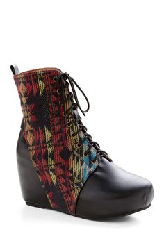 Love those tribal patterns, especially on good lookin shoes