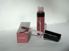 bareMinerals Marvelous Moxie lipgloss in Maverick. Deluxe sample size.