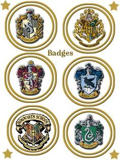 Harry Potter in French! Harry Potter Badges, Harry Potter Fiesta, Décoration Harry Potter, Harry Potter Jewelry, Harry Potter Birthday, Ravenclaw, Harry Potter Magie, Imprimibles Harry Potter, Potter School