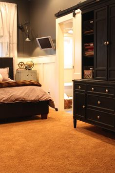 "{mysweetsavannah.blogspot} LOVE this pre-teen boys room. Could also take out some of the ""boy"" elements and it would be a very very nice guest room! {check out the blog for more pictures!!!!}"