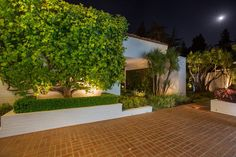 Recently renovated Brody House, designed in 1949 by architect A. Quincy Jones, interior designer Billy Haines, and landscape architect Garrett Eckbo.