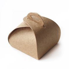 mini boxes made of pretty kraft paper Cardboard Packaging, Little Boxes, Small Boxes, Memorable Gifts, Little Gifts, Paper Goods, Gift Bags, Packaging Design, Wraps