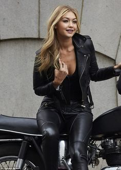 Dangerous curves ahead! The 20-year-old supermodel, who just celebrated her birthday, flas...