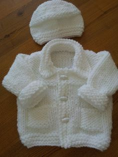 Simple Style Baby Cardigan and Hat pattern by Lion Brand YaFree Knitted Baby Sweater Patterns myFree knitting pattern for premBaby Jacket and H ko hiatThis Pin was discovered by Jul Baby Cardigan Knitting Pattern Free, Baby Boy Knitting Patterns, Baby Sweater Patterns, Baby Girl Patterns, Knit Baby Sweaters, Kids Patterns, Knit Cardigan, Crochet For Boys, Crochet Baby