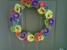 Spring wreath with lots of daisies! And a few lady bugs...I think I would like White Daisies though.....