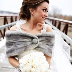 Winter bride fashion wedding outdoors flowers winter bride fur