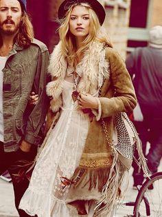 bohemian boho style hippy hippie chic bohème vibe gypsy fashion indie folk look outfit Boho Gypsy, Gypsy Style, Hippie Style, Bohemian Style, Bohemian Fall, Hippie Boho, Looks Style, Style Me, Boho Chic
