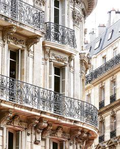 Beautiful Parisian building !!! ✨ #travelphotography  #streetphotografer #mywestinparisseason #decouvrirensemble  #wonderful_places  #hello_worldpics #communityfirst #passionpassport #huffpostgram #bestvacations #ig_masterpiece  #igworldclub  #besteuropephotos  #demandeznouslaville  #mywestinparisseason  #places_wow  #europe_ig  #mrsthebestfeatures  #iphotofr  #europe_vacations  #tv_living  #amazingworld  #prettycityparis #fsparis
