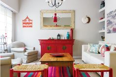 This vibrant South American home is filled with diversity. Rustic and folk styles have been fused together with oriental furniture, creating an Living Pequeños, Living Room, Feng Shui, Blog Deco, Simple House, Floor Rugs, Ideal Home, Decoration, House Colors