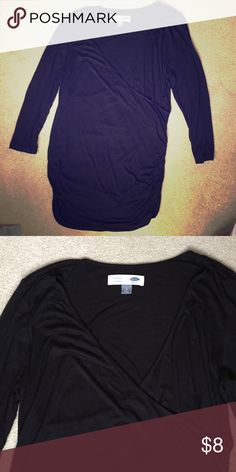 Old Navy Maternity Top Great basic black maternity top! Hardly worn! Has a V-neck that can also be used for nursing and ruched sides. Old Navy Tops
